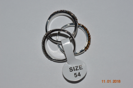 Petite Annonce : Bague 3 anneaux - Bague 3 anneaux dorés or blanc 3 anneaux ornés de cristaux Swarovski