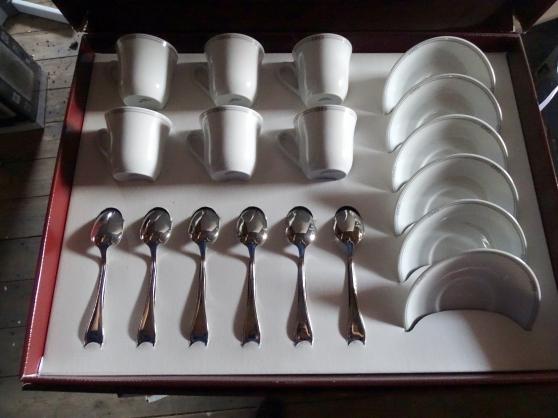 Annonce occasion, vente ou achat 'coffret porcelaine blanche'