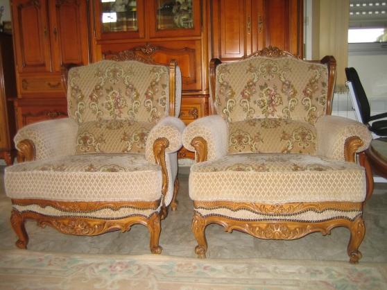 Un fauteuil à oreillettes style Louis XV