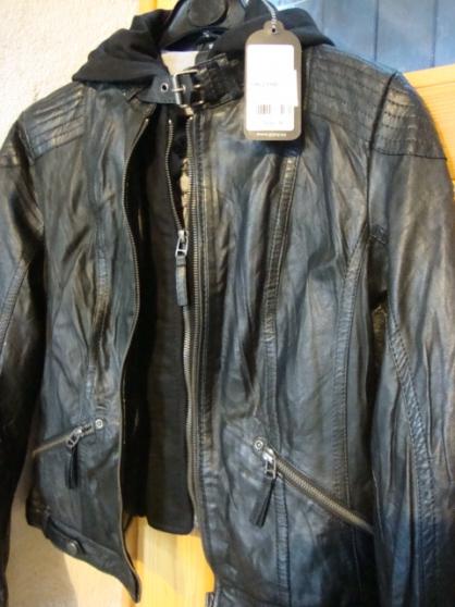 vends cuir neuf noir style rockeuse