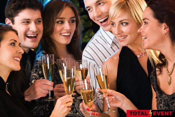Petite Annonce : Club à champagne recherche hôtesses - Club à Champagne à 30 Km de Lille  recherche des  hôtesses femmes