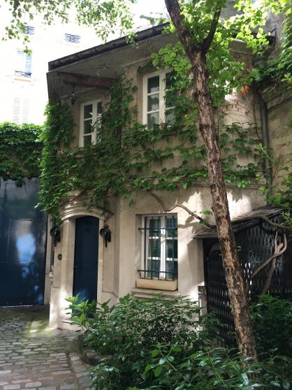 rare petite maison de charme independant paris. Black Bedroom Furniture Sets. Home Design Ideas