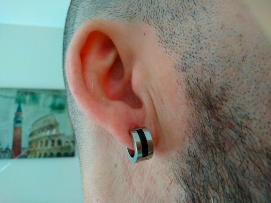 boucles d'oreilles argentée et noires - Annonce gratuite marche.fr