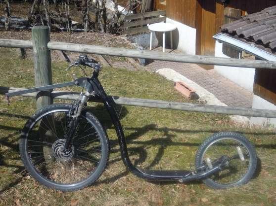 vends trottinette tout terrain sports cyclisme. Black Bedroom Furniture Sets. Home Design Ideas