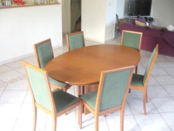 Belle table ovale.