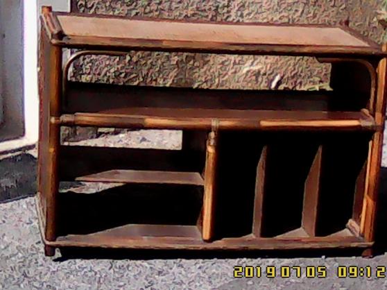 Petite Annonce : Élégant porte-téléviseur  ou  meuble de - Élégant porte-téléviseur  ou  meuble de rangement, grande surface.