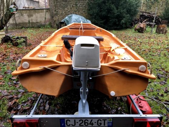 Barque JEANNEAU remorque et moteur
