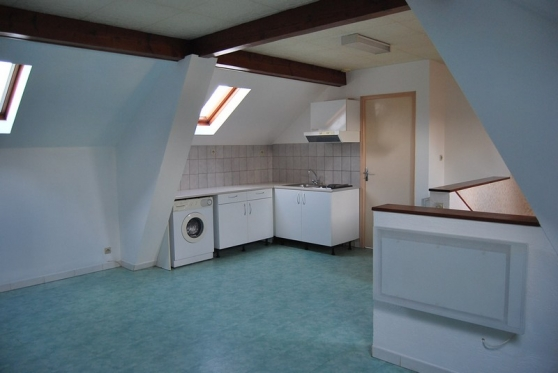 Loue studio 35m² 2 et. dans petit imm.de