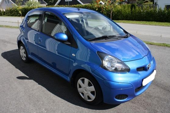 belle aygo toyota 5pl 5pt bleu auto toyota clermont ferrand reference aut toy bel petite. Black Bedroom Furniture Sets. Home Design Ideas
