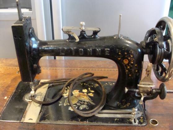 machine a coudre ancienne a pedale bray sur seine antiquit art brocantes brocante bray. Black Bedroom Furniture Sets. Home Design Ideas