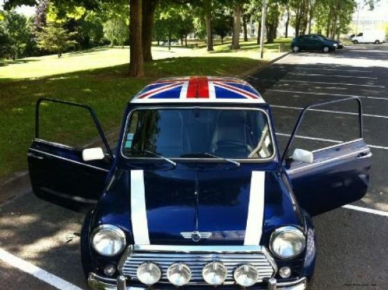 Austin Mini Bleu avec Drapeau Anglais