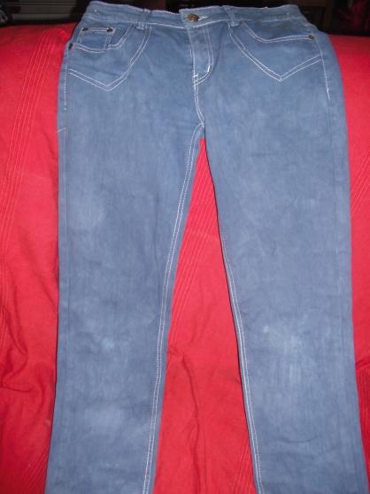 jean bleu avec des reflet blanc