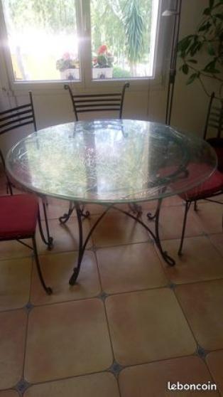 Annonce occasion, vente ou achat 'vend table ronde en fer forgé+ 6 chaises'