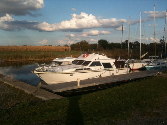 Bateau (Vedette) 1200 fly Guy Couach Loc