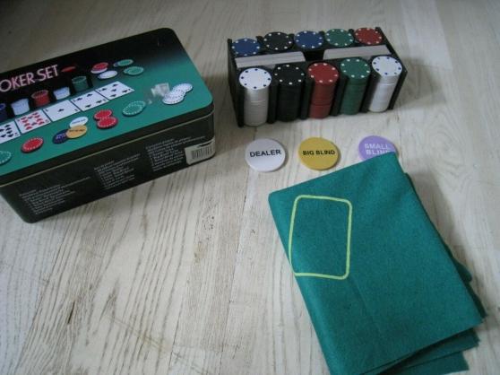 Annonce occasion, vente ou achat 'Boite 200 Jetons poker pro Texas holdem'
