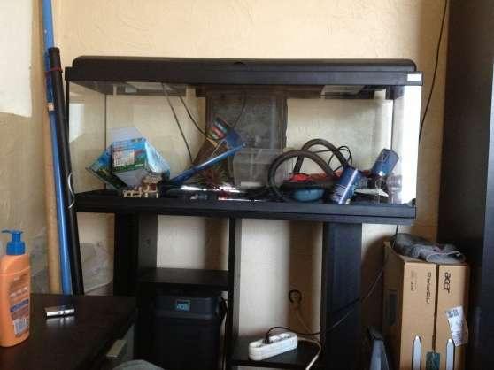 Aquarium 100L + pompe + équipement