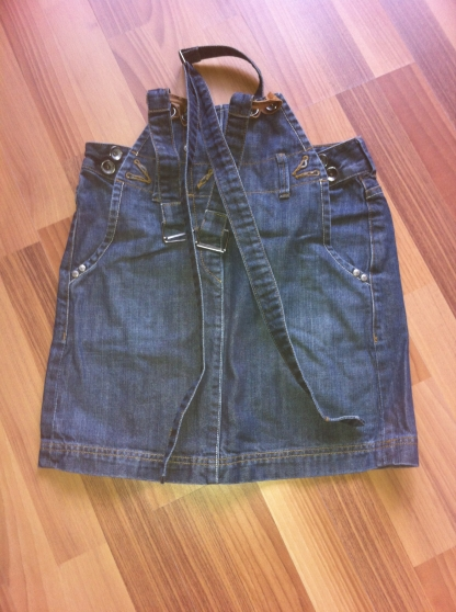Annonce occasion, vente ou achat 'Mini-jupe salopette'