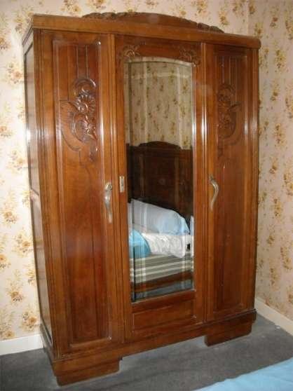 armoire en noyer massif ann es 30 antiquit art brocantes meubles anciens la ch tre. Black Bedroom Furniture Sets. Home Design Ideas