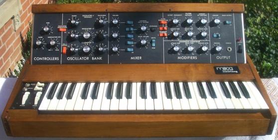 Synthétiseur Moog Minimoog modèle D
