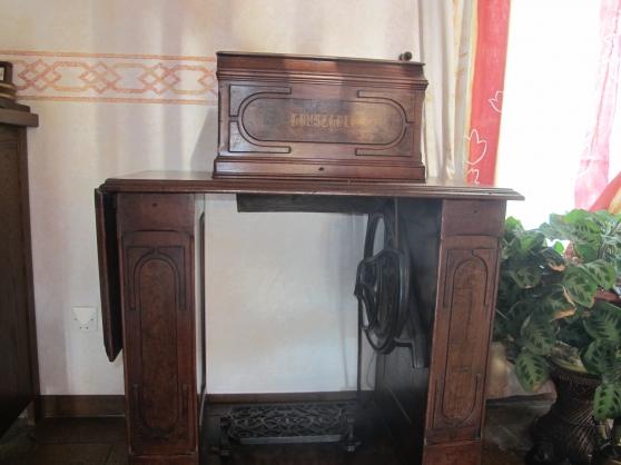 ancienne machine à coudre avec meuble