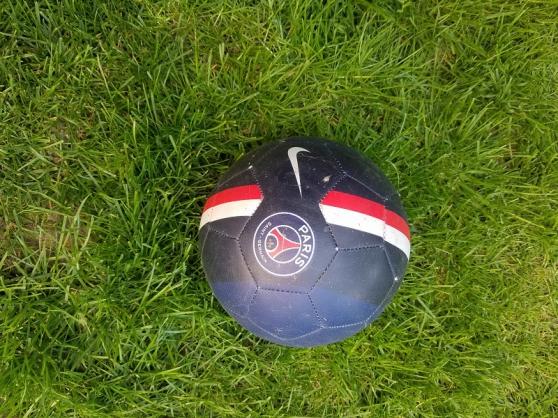 Annonce occasion, vente ou achat 'Ballon PSG'