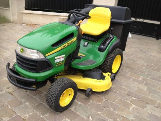 Tracteur-tondeuse-autoportee-JOHN-DEERE-