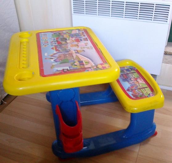 bureau oui oui jouets jeux meubles d 39 enfants chelles reference jou meu bur petite. Black Bedroom Furniture Sets. Home Design Ideas