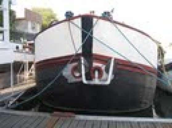 péniche 25m dans port Privé, prochemétro