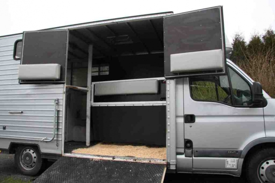 Camion 2 places chevaux Renault Master