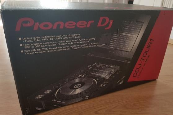 Pioneer CDJ-TOUR1 Multi Player DJ Demo-M