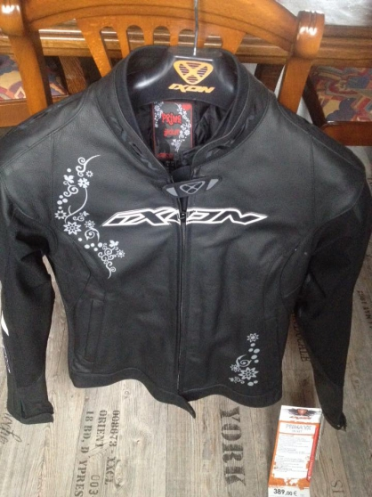Annonce occasion, vente ou achat 'Blouson de moto femme T36'