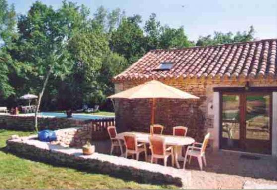 3 Maisons en pierre avec piscine