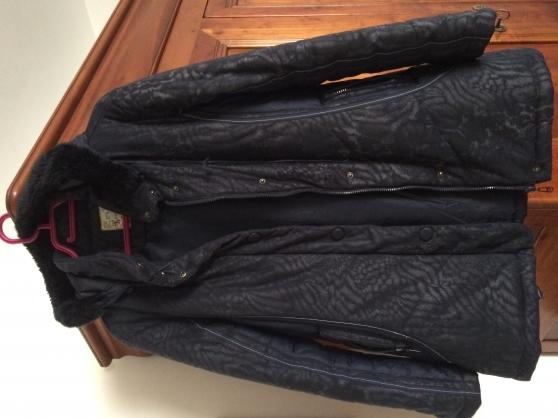 Annonce occasion, vente ou achat 'A négocier ! Veste bleue marine/argentée'