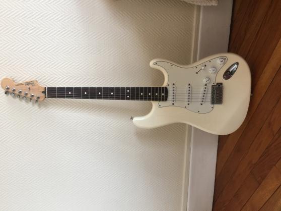 Fender Stratocaster arctic white - Photo 2