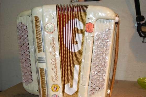 Atelier de réparation d'accordéon