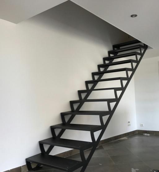 Escalier acier thermolaqué noir