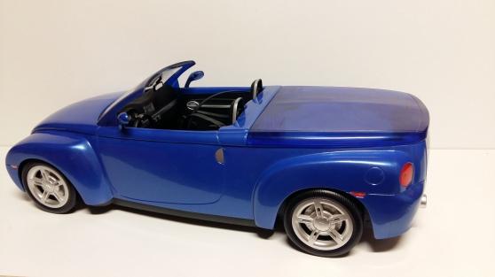 voiture de poupée Chevrolet SSR