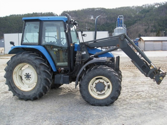 Holland TS100 avec Quicke 640 Loader