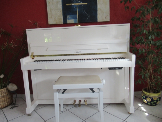 Annonce occasion, vente ou achat 'Piano droit PETROF (comme neuf)'
