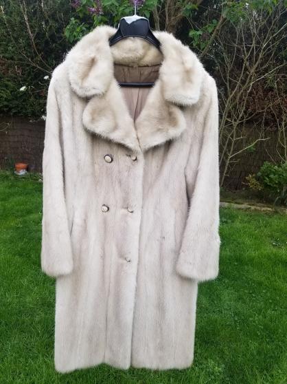 Manteau vison blanc (prix à débattre)