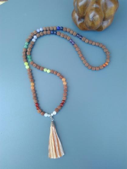 Mâlâ rudraksha et perles 7 chakras