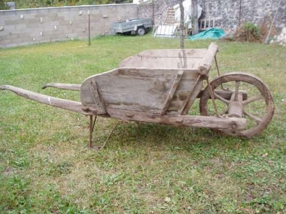 1 roue d 39 ancienne brouette n ac jardin nature divers jardins n ac reference jar div 1 r - Brouette de jardin en bois ...