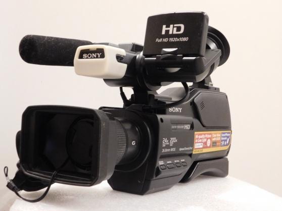 Petite Annonce : Caméscope d\'épaule sony - Je vend un caméscope Sony HXR-MC2500 semi-professionnel avec 1 câble