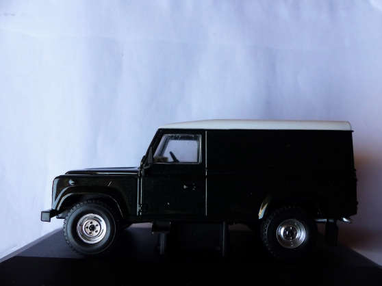 Annonce occasion, vente ou achat 'LAND ROVER DEFENDER 110 VANGUARDS 1/43'