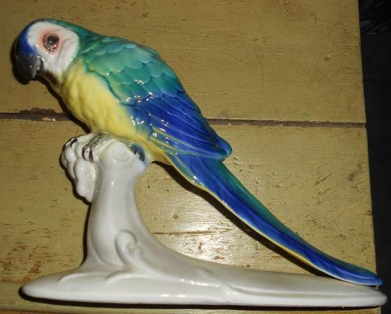 Annonce occasion, vente ou achat 'Ararauna en porcelaine polychrome'