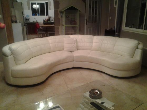 canap demi lune en cuir blanc meubles d coration. Black Bedroom Furniture Sets. Home Design Ideas
