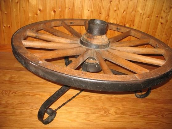 Roue de charette le tholy meubles d coration divers meubles d coration le tholy - Roue de charette decoration ...