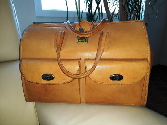 Annonce occasion, vente ou achat 'valise en cuire de chameau'