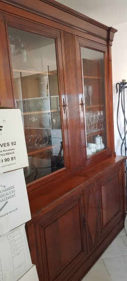 Buffet-Vit. 2corps Noyer MASSIF chevillé