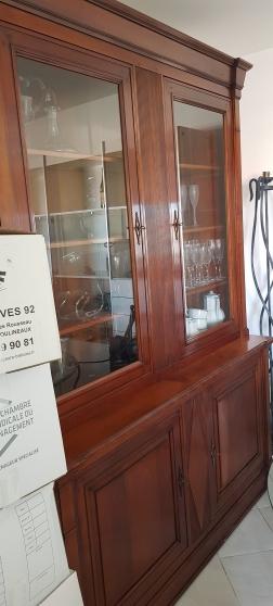 Annonce occasion, vente ou achat 'Buffet-Vit. 2corps Noyer MASSIF chevillé'